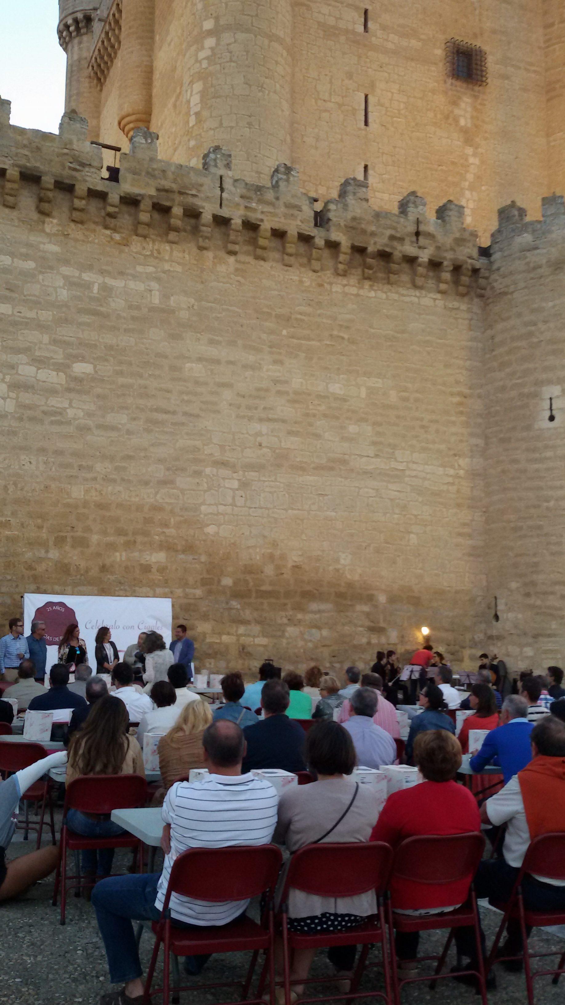El castillo de Fuensaldaña acoge la presentación del libro conmemorativo del 25 aniversario
