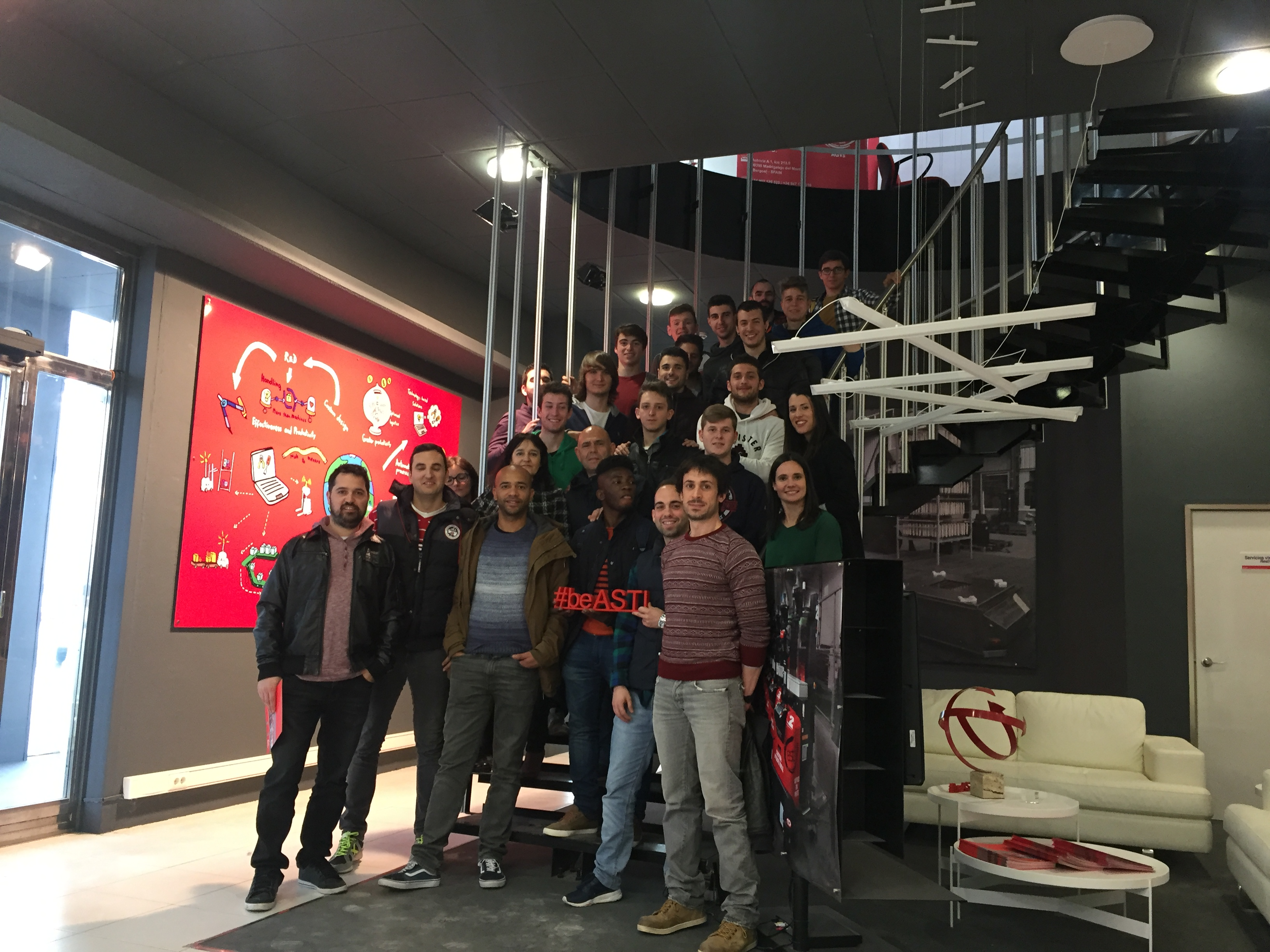 Alumnos de CF Somorrostro (Vizcaya) visitan las instalaciones de ASTI